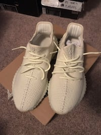 Selling Yeezy Butters  543 km