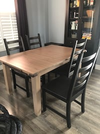 Extendable table and 4 chairs can seat 8 like new