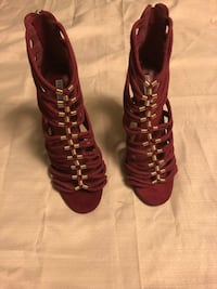 New Ruby red with gold heels Las Vegas, 89106