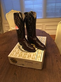 pair of black leather cowboy boots Springfield, 65807