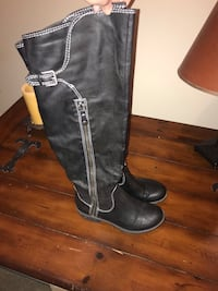 Size 8 over the knee boots 2289 mi