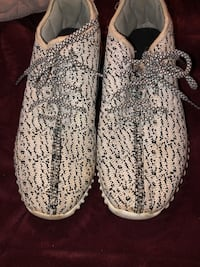 pair of white Adidas Yeezy Boost 350 shoes Oklahoma City, 73160