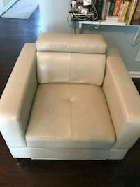 Modern cream faux leather comfty chair Charlotte, 28273