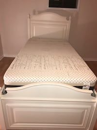 Twin white wooden bed frame with mattress Oshawa, L1J 2V8