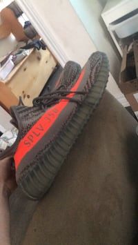 black and red Adidas Yeezy Boost 350 V2 Cambridge, N3H