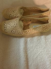 pair of brown floral flats Toronto, M4J 1B8