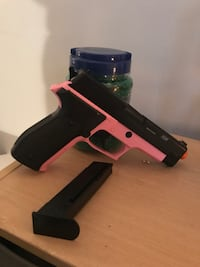 Black and pink semi-automatic airsoft pistol Keedysville, 21756