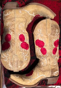 Ariat Rose embroidered boots size 10 regular price $329.99 plus tax McAllen, 78501