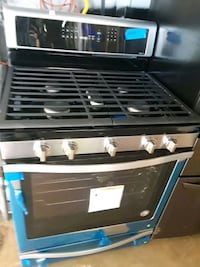 Brand new whirlpool gas stove excellent condition  Baltimore, 21223