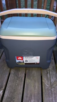 New Igloo Sportsman 30 Qt Cooler w/Free New Drink Cooler  Saint Clair, 17970
