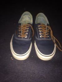 pair of blue-and-white low top sneakers Winnipeg, R3N