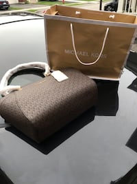 BRAND NEW* Michael Kors hand bag. Comes with receipt