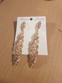 GORGEOUS sparkly dangly earring Victoria, V9B 2A9