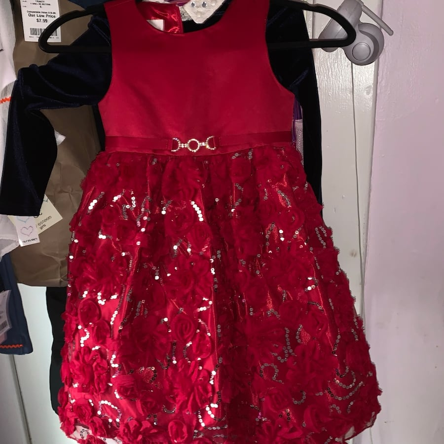 dresses, shoes all dresses 6 the pink dress and the pink one is s 4, 3be667ea-186f-4909-ae9f-779373a7f2dd