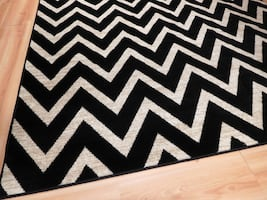 Black and White Chevron Rug NEW