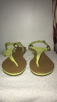 size 8 never worn yellow green open toed sandals 41 mi