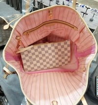 baby's pink and white bouncer 22 km