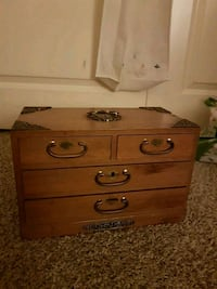 Vintage Jewelry Box  34 km