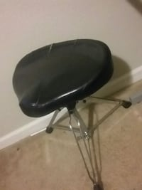 Drum or desk chair for 5 dollors pick up at anytin Brentwood