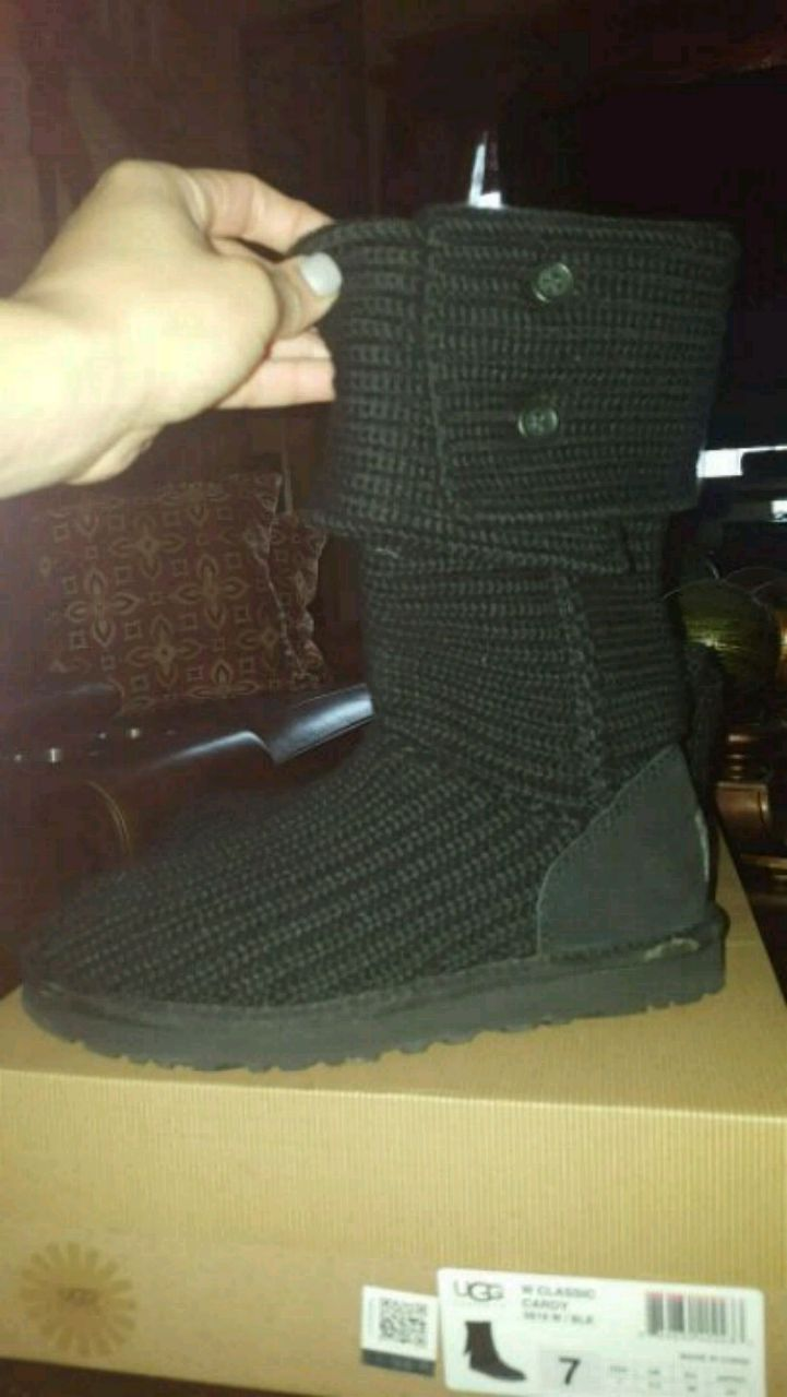 unpaired size 7 black UGG Classic Cardy boot with box for sale  Buffalo