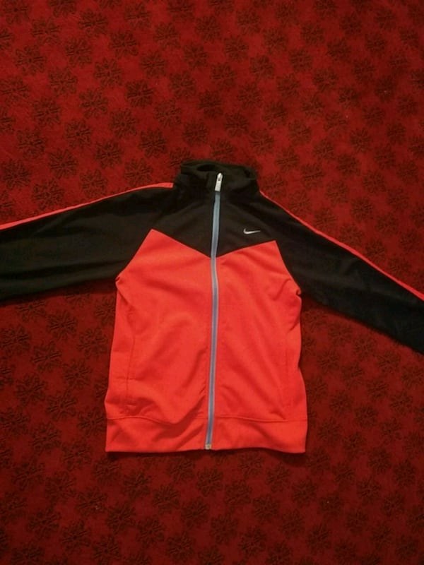 Light Orange and Dark blue Nike sweater (read des  566d2b74-c5c3-4c9d-8aba-a1d6fd8c73b8
