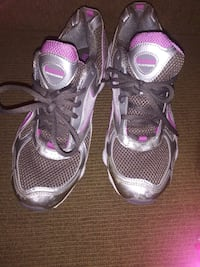 Womens rebook shoes size 10