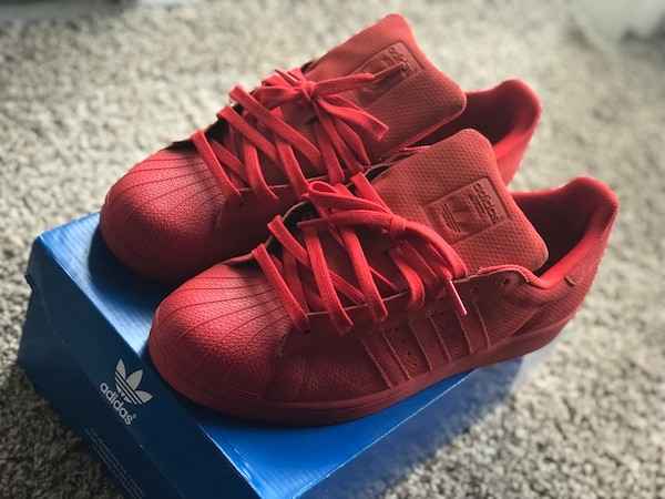 Of Red With Pair Adidas Superstar Box wNvnmOy80P