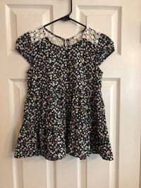 black and white floral scoop neck shirt Elk Grove, 95758