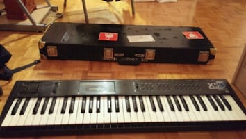 Korg x5d with hard case