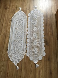 2 table runners.