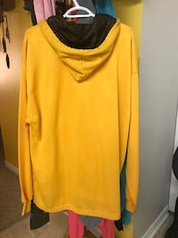 Speedo yellow hoodie Large Surrey, V3V 5M3