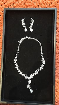 silver-colored necklace with earrings set Toronto, M6M