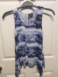 white and blue sleeveless tie-dye blouse