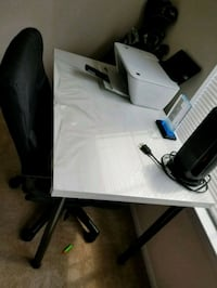Office table and office rolling chair like new Sterling, 20164