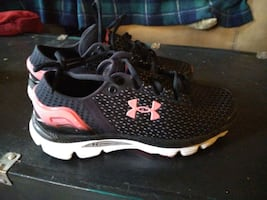 Under armour size 5 1/2 in kids