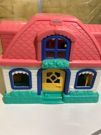 plastic doll house (little people)