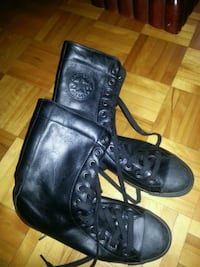 pair of black leather boots Montréal, H1G 3Y4