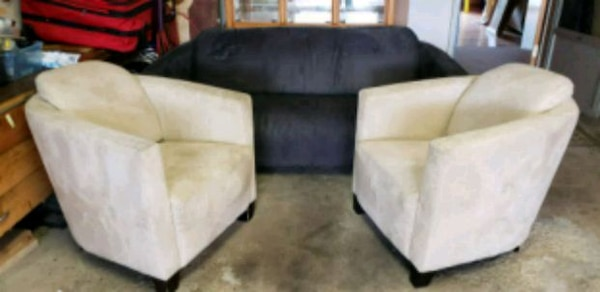 Strange Grey Couch Two White Chairs And Two Ottomans Spiritservingveterans Wood Chair Design Ideas Spiritservingveteransorg