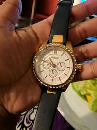 Womens rose gold and navy fossil watch  Surrey, V3W 9P3