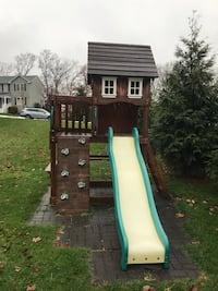 Wooden Swing set - Great condition ! 362 mi