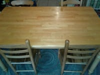 Dining table with 4 matching chairs  Charleston, 29492
