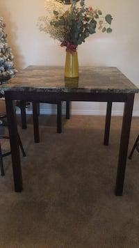 Square brown wooden table with two chairs Tampa, 33634