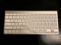 Apple wireless bluetooth keyboard Vancouver, V5R 4H1