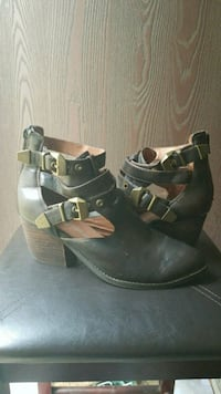 SALE! ONLY $20 Jeffrey Campbell leather boots Redding