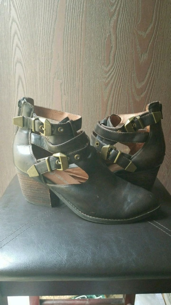 SALE! ONLY $20 Jeffrey Campbell leather boots