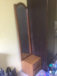 Good condition dressing Table and mirror  Mumbai, 400103