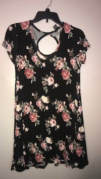 black and pink floral scoop-neck dress Omaha, 68111