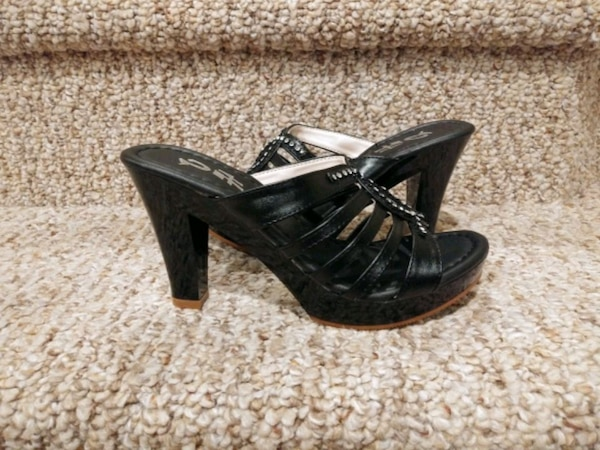NEW Women's Size 4.5 to Size 5  Pair Shoes, Black cf4f92ca-fdf1-4745-bfd5-9cf362a3ed0f