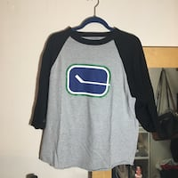 Men's medium Canucks graphic tee  North Vancouver, V7L 4T1