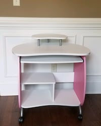 Kids desk in nice condition
